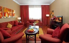 dekorasi ruang tamu sofa merah. Black Bedroom Furniture Sets. Home Design Ideas