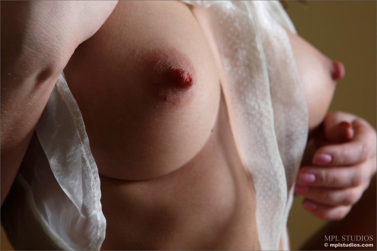 Для мобильных порно фото ореолы сосков несомненно, выглядит