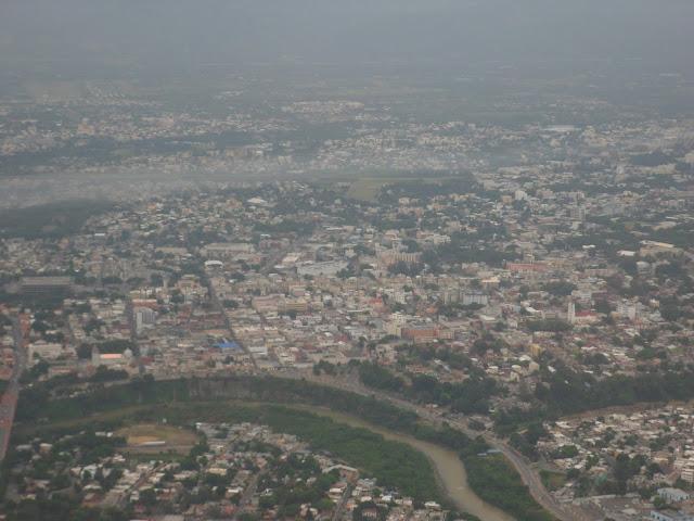 El río Yaque del Norte junto al gran Santiago de los Caballeros