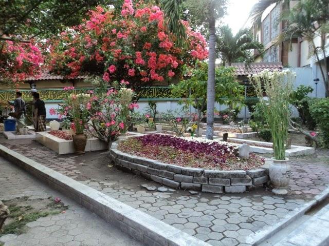 http://www.putraagungtravel.com/2014/04/tempat-wisata-religi-islam-ziarah-makam.html