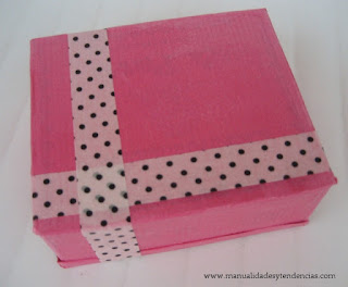 Caja de regalo reciclada / Recycled gift box / Matériels boîte à cadeau