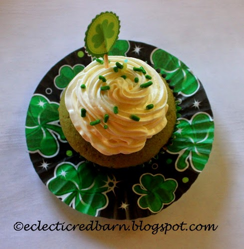 Eclectic Red Barn: Green Velvet Cupcakes