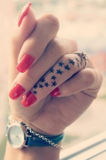 Um belo dedo, tatuagens, seu realmente incríveis