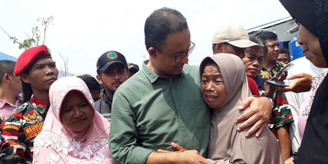 "Teriakan ""2019 Ganti Presiden!"" Menggema Saat Anies Bicara Keadilan Di Kampung Akuarium"