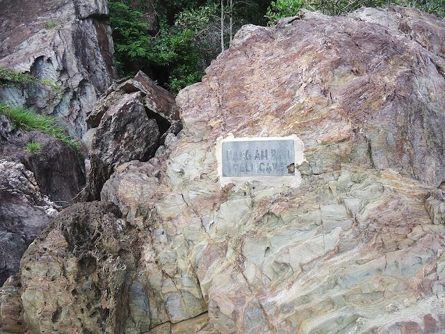 Hang Âm Phủ trên đảo Nhất Tự Sơn
