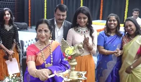 Kamadhenu Select Jewellery inaugurated by these dazzling Ladies!