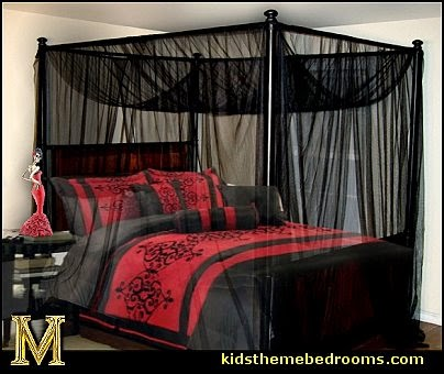black bed canopy  Gothic style bedroom decorating ideas - Gothic furniture  - Gothic chic - Victorian Gothic boudoir themed