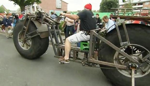 Luar Biasa!! Pria Ini Berhasil Rakit Sepeda Terberat di Dunia