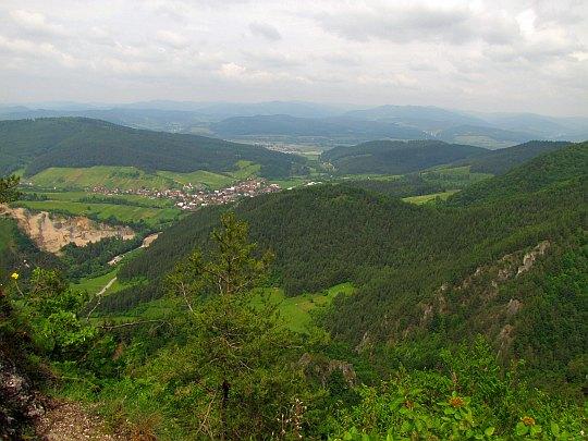 Widok w kierunku wioski Jablonové.