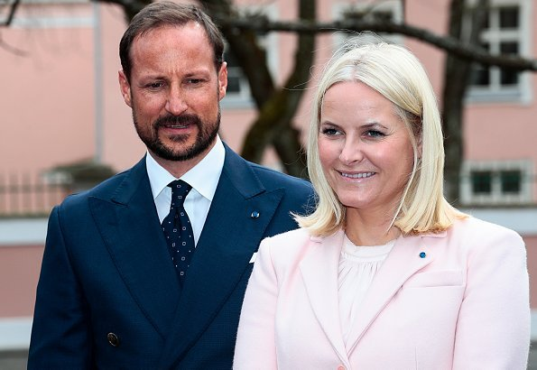 Crown Princess Mette-Marit wore her Reformation gown (first worn at the Nobel dinner), an old UFO clutch from 2003 and new Manolo Blahnik pumps
