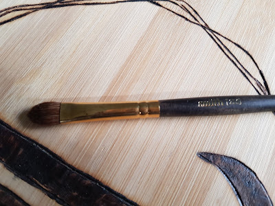 Smith Cosmetics 256 Arrowhead Laydown Eyeshadow Brush Large - www.modenmakeup.com