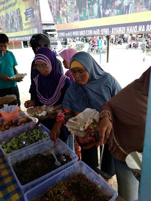 Sedekah Makan Ridho Allah di Pelataran Parkir Pasar Mandiri Way kandis