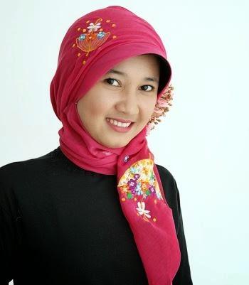 Contoh model jilbab untuk wajah bulat
