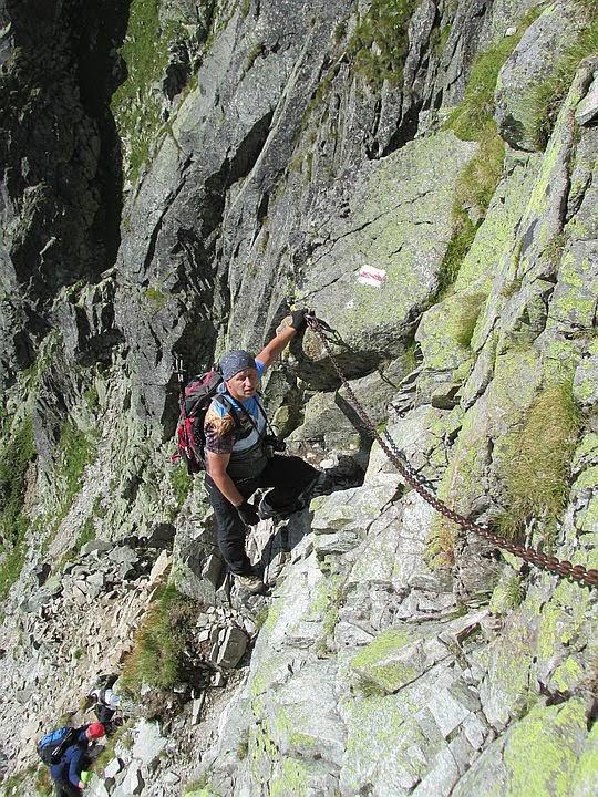 Zejście do żlebu opadającego spod Buczynowej Przełęczy.