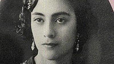 Google Doodle Rayakan Ulang Tahun Rosario Castellanos  Google Flores - Hari ini 25 Mei 2016 Google Doodle merayakan ulang tahun Rosario Castellanos Figueroa. Rosario Castellanos Figueroa lahir pada tanggal 25 Mei 1925 dan wafat pada tanggal 7 Agustus 1974, Dia adalah orang Meksiko, seorang penyair dan penulis.