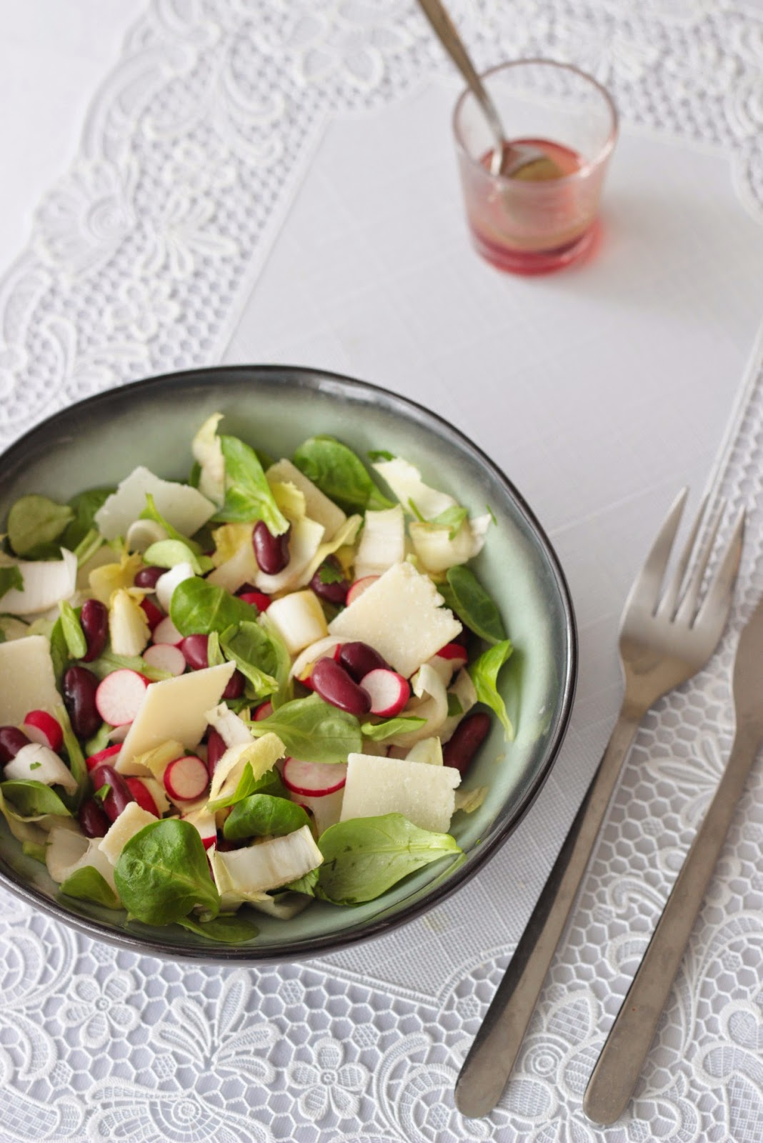 salade rose radis haricots rouges vinaigre de framboises papillette. Black Bedroom Furniture Sets. Home Design Ideas