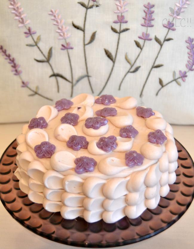 bizcocho-con-caramelos--violetas