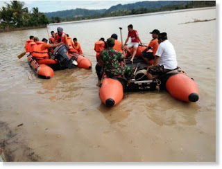 41 Dead, Thousands Evacuated in Indonesia