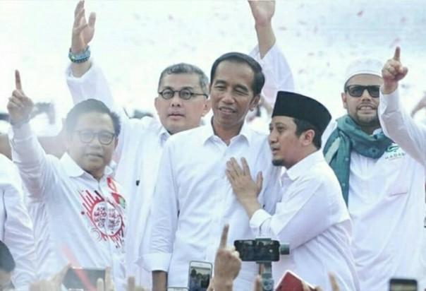 Yusuf Mansur Share Foto Jokowi Masuk Kabah, Netizen: Dah Masa Tenang Tad, Jangan Kampanye Mulu