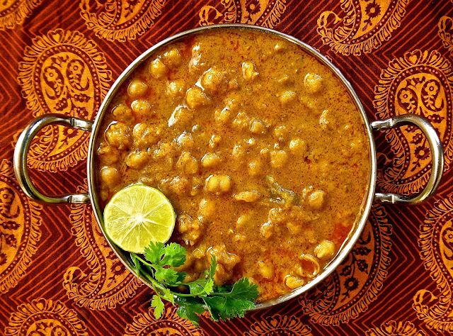 Chikar Chole Curried Chickpeas chana, chickpeas, gabanzo, beans, lahore, punjabi, easy, recipe, dal, legumes, spicy, curry,