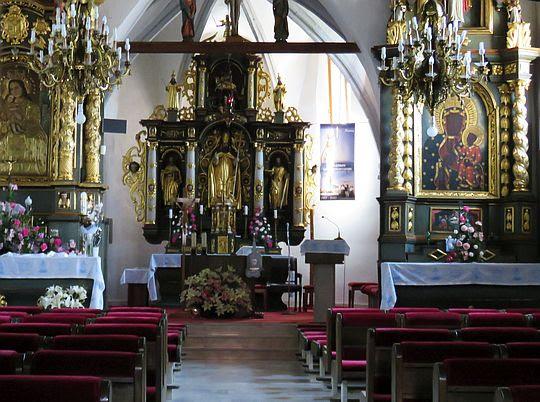 Wnętrze kościoła  św, Wojciech a Gaboltov.