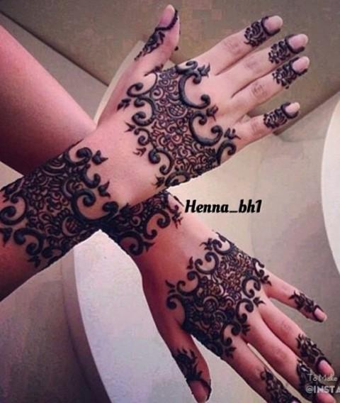 Gambar Henna Terbaru Di Kedua Tangan Wanita Baik 5
