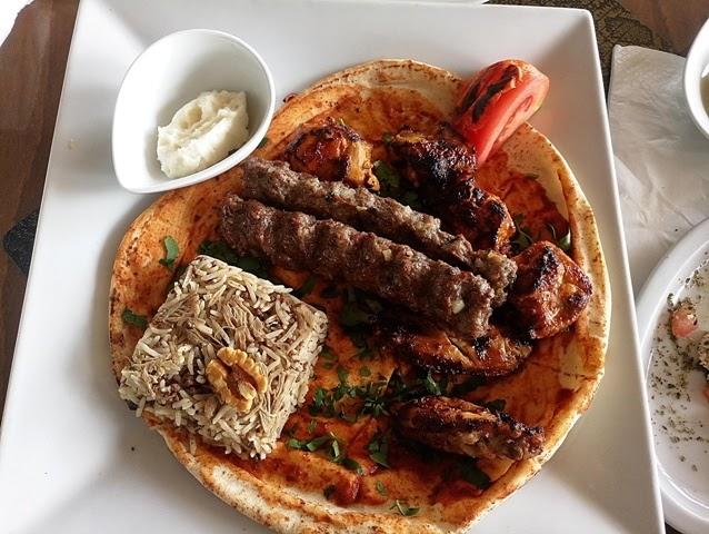 Kebabs de cordero en Maqam Al Sultan