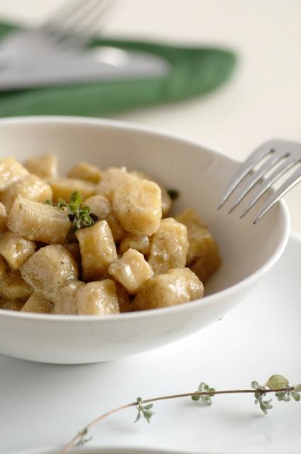 Gnocchi di patate con salsa di noci e maggiorana
