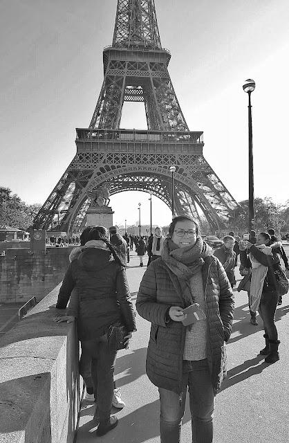 torre effiel en blanco y negro paris