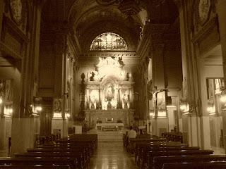 O Crucifixo Fica à Direita do Altar, Buenos Aires