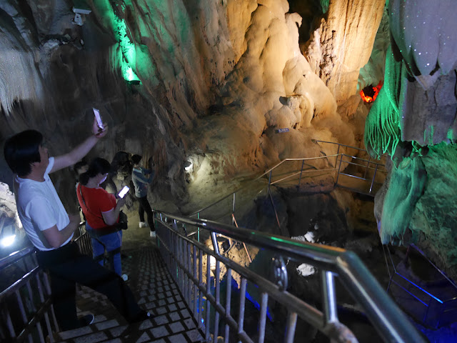 twisting path at Panlong Cave in Yunfu