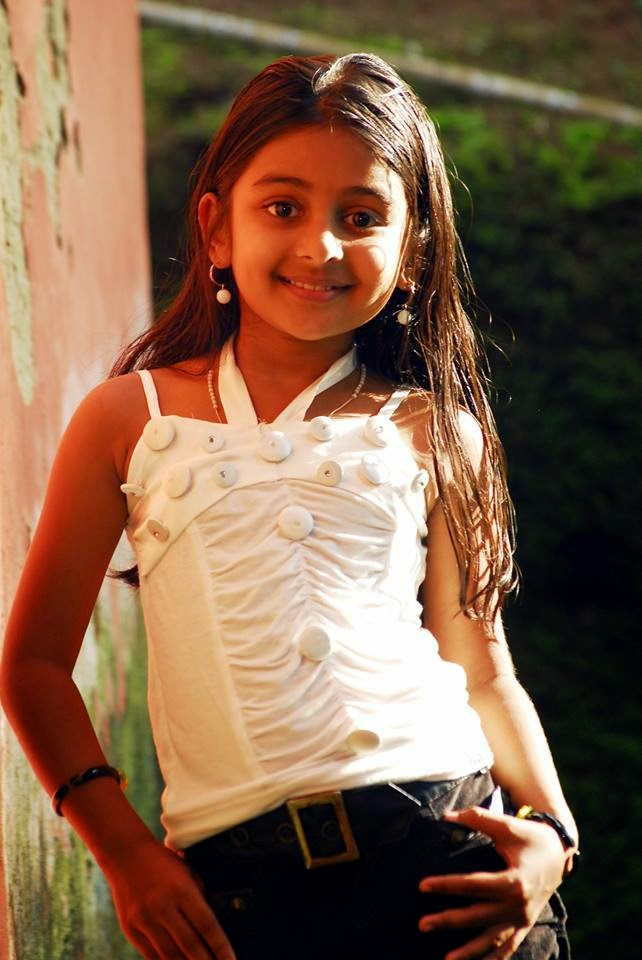 """Drishyam Fame Little Girl """"Esther Anil"""" Personal Photos"""