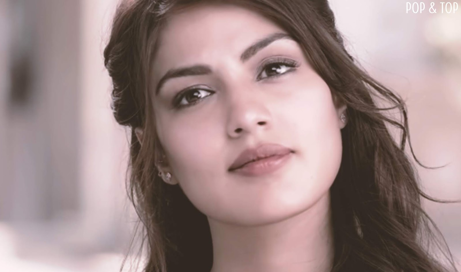 Download Rhea Chakraborty Hd Wallpapers From Jalebi Moive Pop And Top