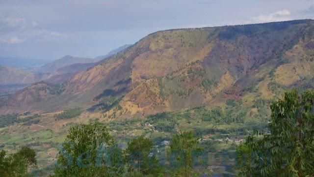 Menara Pandang Tele, Menikmati Panorama Danau Toba Dari Ketinggian