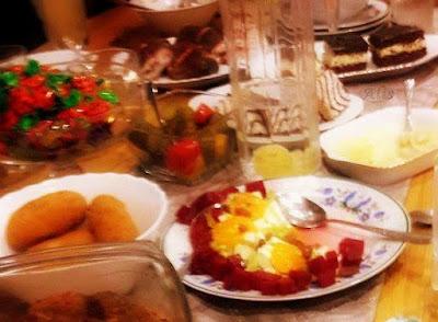 buraki sałata ser biały mandarynki rodzynki, sos sałatkowy