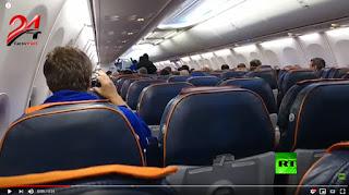 فيديو..لحظة اعتقال الخاطف من داخل الطائرة الروسية