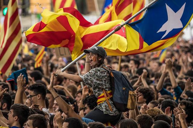 Καταλονία: Εντολή στην Αστυνομία να χρησιμοποιήσει βία! Έκλεισαν εκλογικά τμήματα