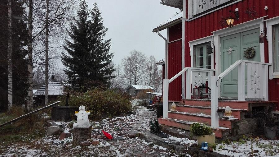 lumiukko puutarha ensilumi