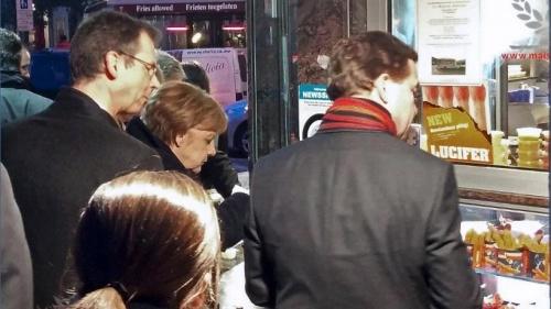 Меркель захотіла їсти і тому подалася по картоплю фрі в найближчий кіоск