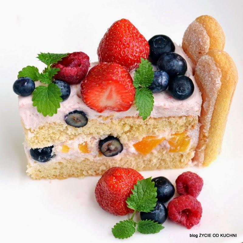 tort owocowy, tort z truskawkami, truskawki, czerwiec, sezonowa kuchnia, przepisy sezonowe czerwiec, truskawki, szparagi,bob, wiosenne przepisy, zycie od kuchni, hulali po polu i pili kakao