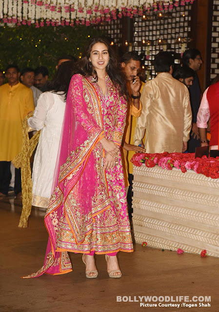 janhavi kapoor and sara ali khan, who is looking beautiful