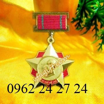 chuyên sản xuất và cung cấp huân chương kháng chiến, cung cấp ve cài áo nhân viên - 260092