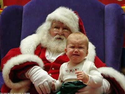Weihnachtsmann bringt Kind zum weinen lustige lachbilder