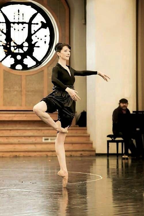 5139a9167c Mundo Bailarinístico  Ballet clássico trabalha postura ...