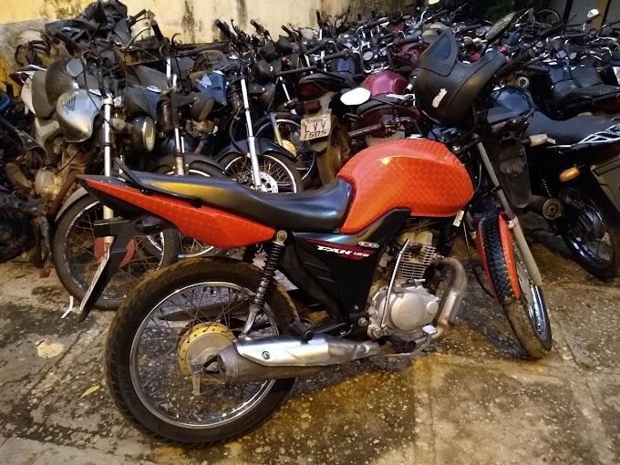 CAXIAS - Polícia prende suspeitos de assalto no centro, recupera celular roubado e apreende motocicleta
