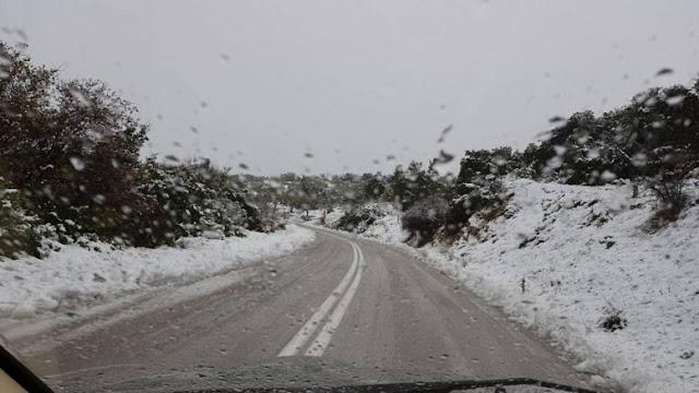 Χιόνια ανήμερα των Χριστουγέννων και στην Αττική