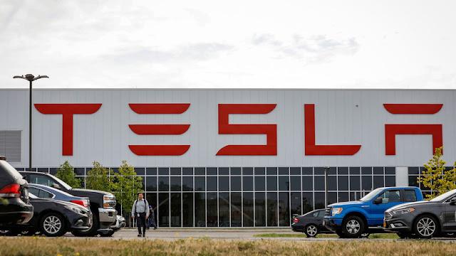 Un exempleado de Tesla acusa a la compañía de encubrir el tráfico de drogas