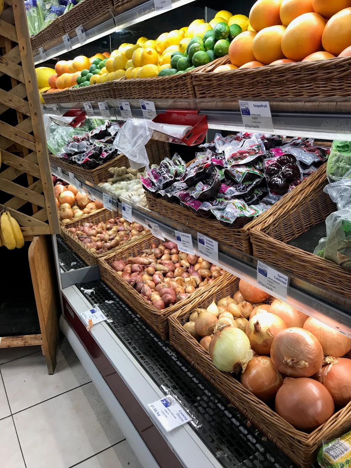 Food & Veg inside Becketts Farm Shop