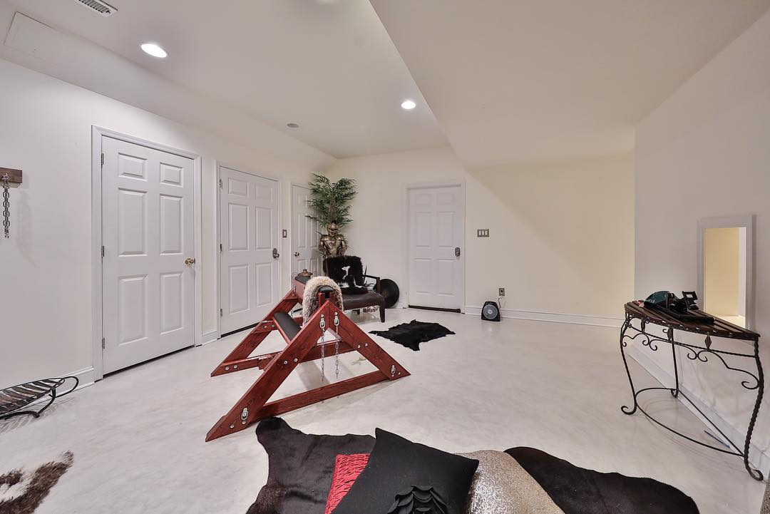 Zillow The Beautiful 750 000 Dollar Home With A Sex Dungeon