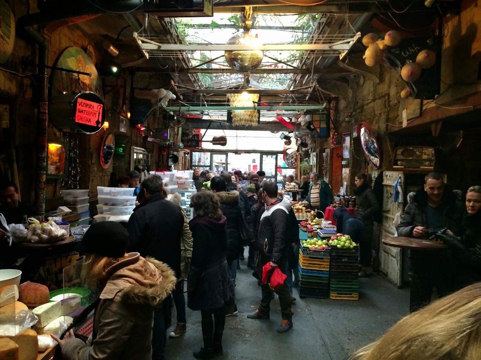 Szimpla Kert Sunday Farmers Market, Budapest
